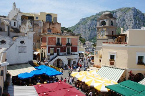 Finto Prete in piazzetta di Capri