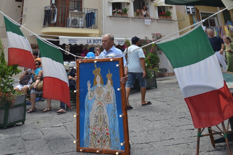Capri, tradizionale esposizione del quadro della Madonna della Libera