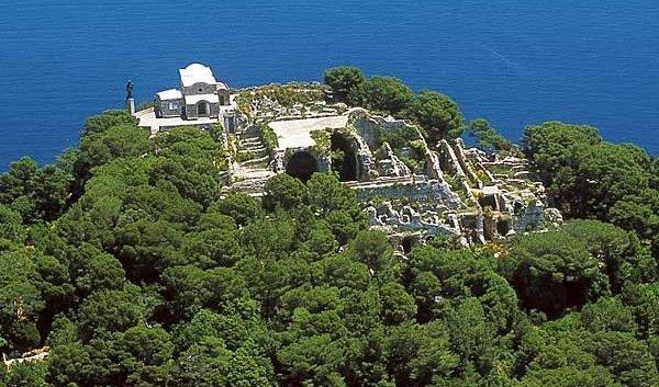 Da Tiberio alla bella Carmelina, serata a Villa Jovis