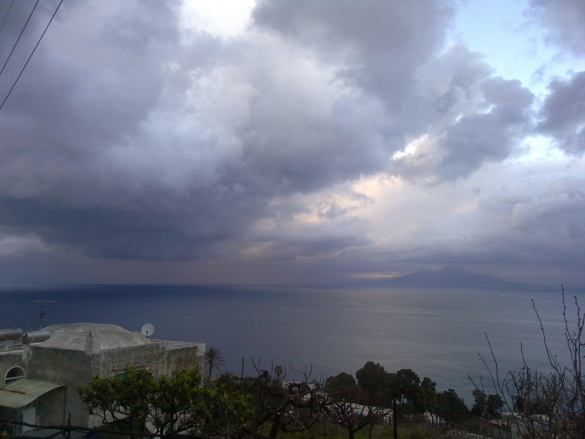 Capri, tempesta e nubifragio in attesa della neve