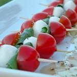 Spiedini di insalata caprese