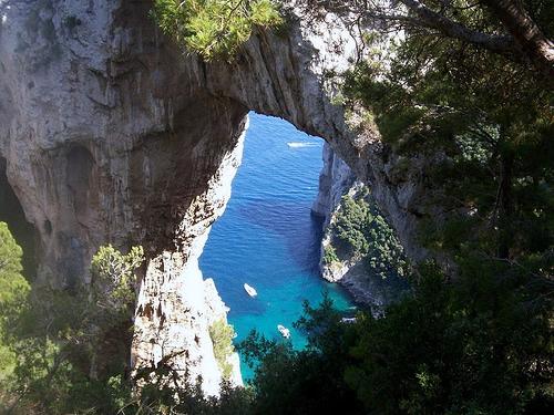 Capri. Giovedì 25 Maggio la cerimonia per la fine dei lavori all' arco naturale
