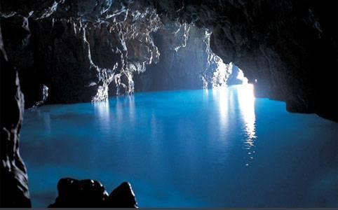 Grotta azzurra di Capri alla scoperta dei fondali della grotta piu' famosa del mondo