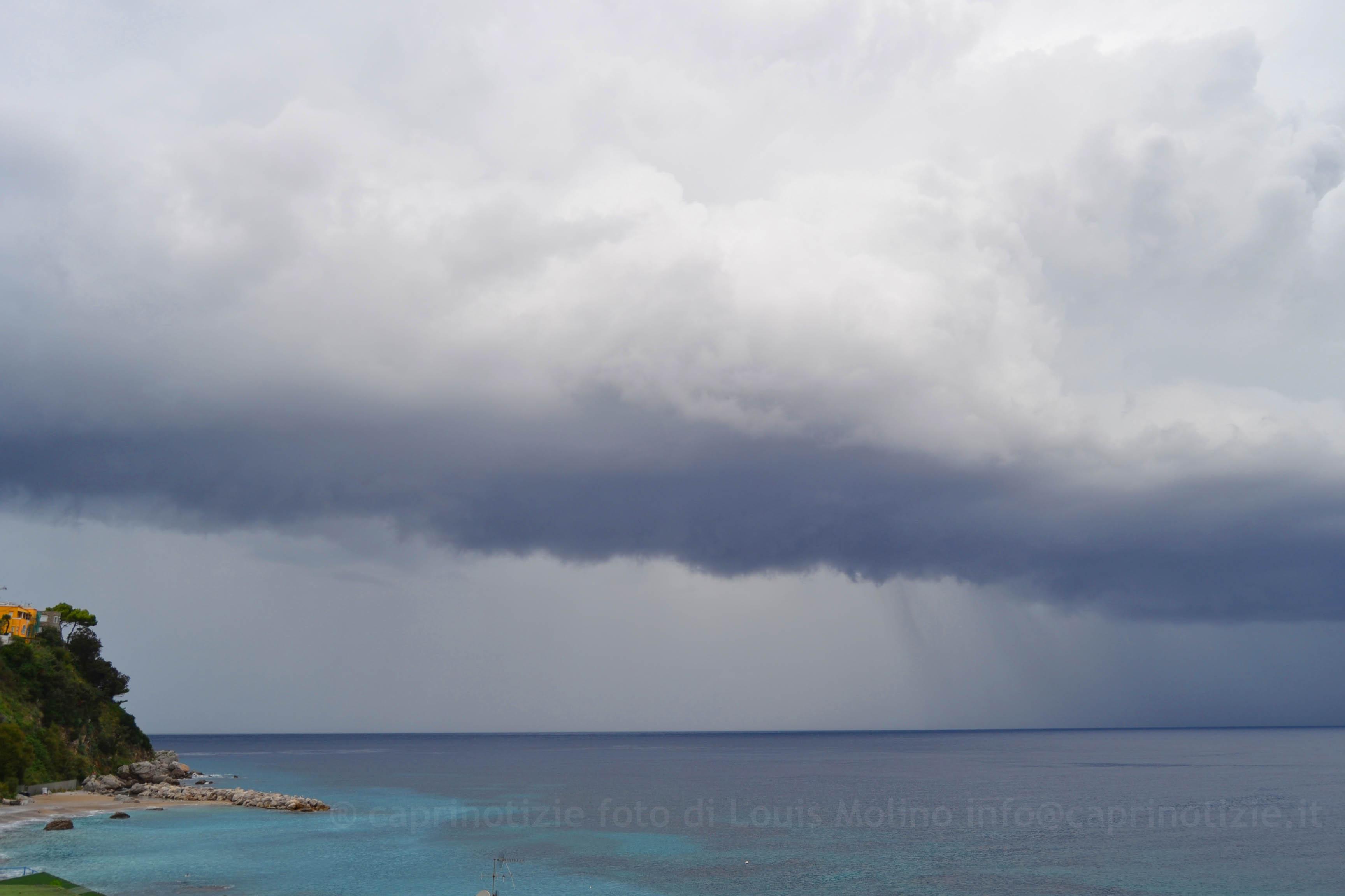Meteo a Capri: Inizio settimana con Annuvolamenti  Temporali e schiarite Venti da Sud Sud-Ovest