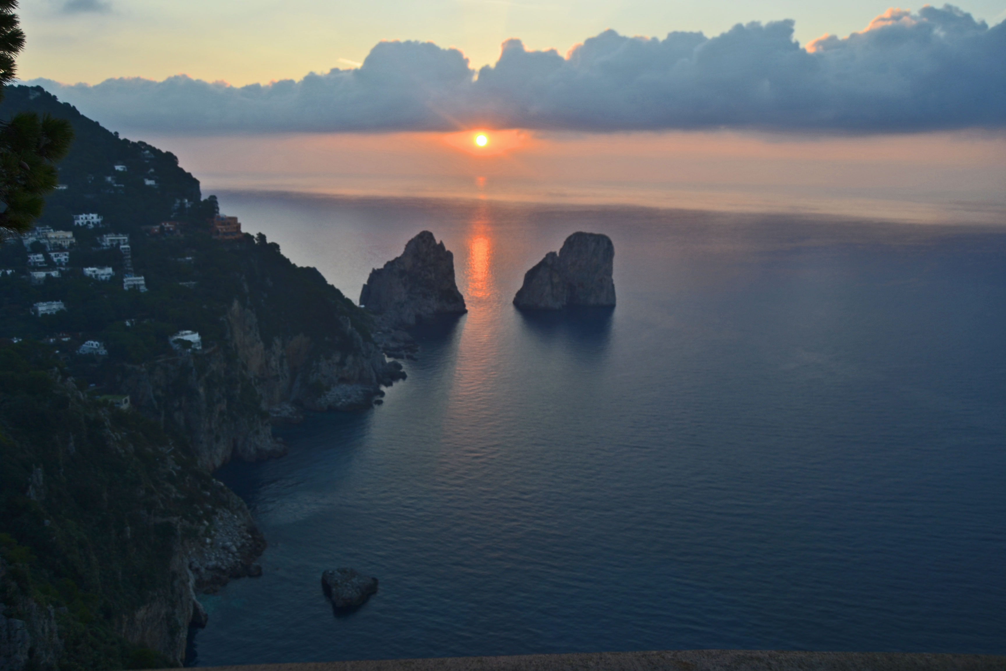 Capri un minuto prima dell'alba foto e video