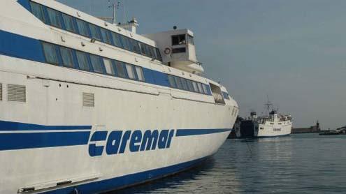 Capri, traghetti senza benzina, possibili disservizi sui collegamenti con le Navi Caremar