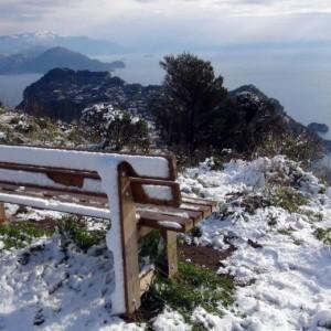 Neve e grandinate a Capri, i video amatoriali spopolano sul web