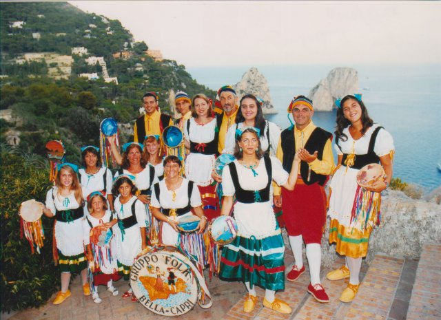 """La banda folkloristica """"La Bella Capri"""" in concerto ai giardini di Augusto"""