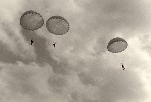 Paracadusti a Capri, video inedito del 1954