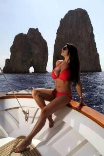 Vip a Capri  Marika Fruscio in sexy  bikini