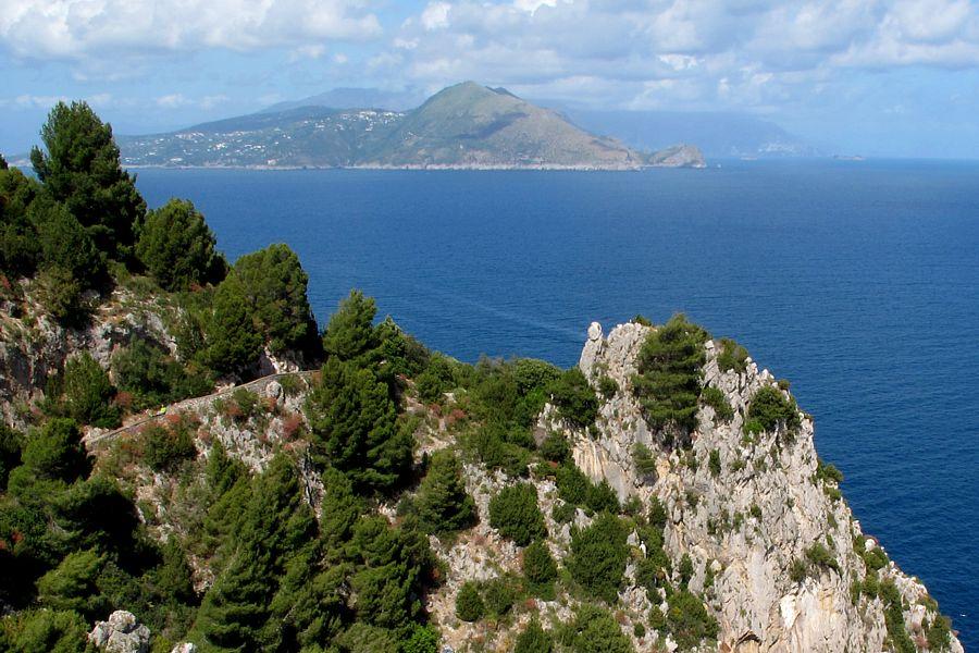 Capri. Incontro di Preghiera nel fantastico scenario del Belvedere di Dentecala