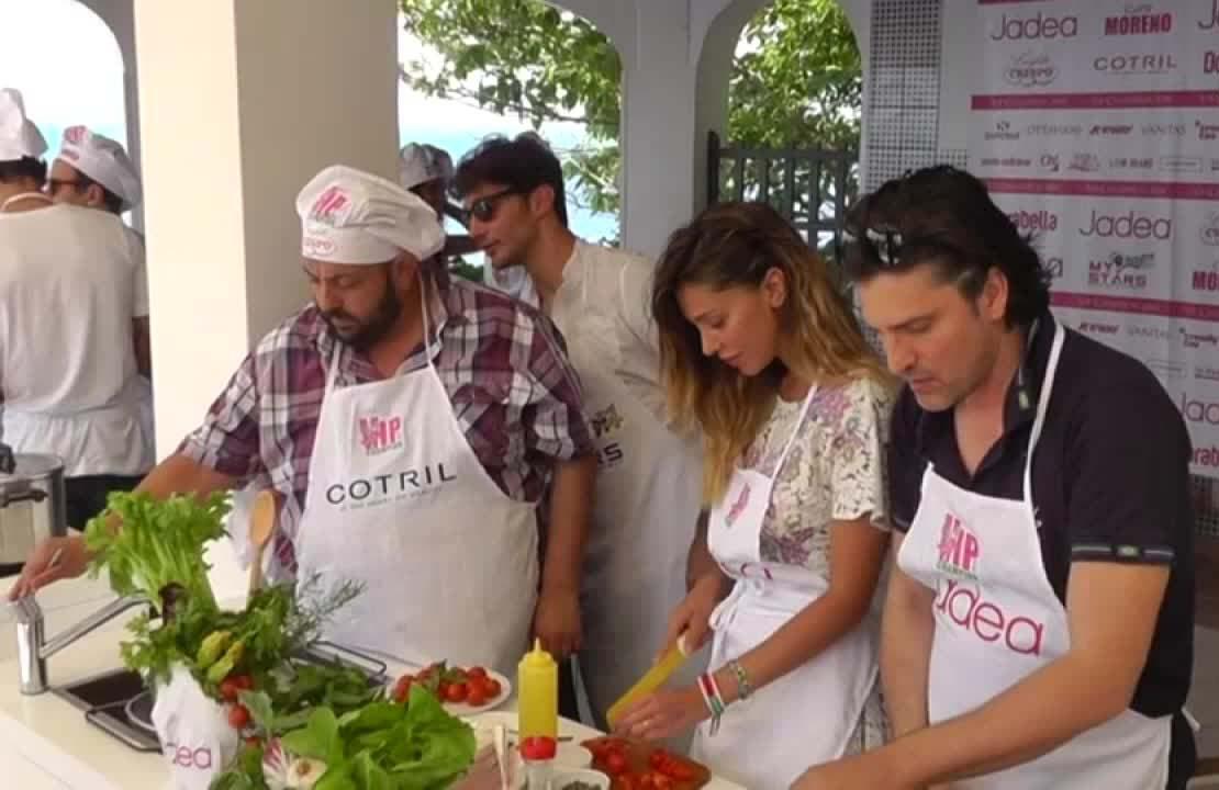 Vip a Capri: Belen Rodriguetz ai fornelli (Video)