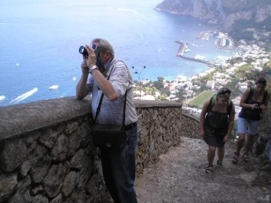 Ripulita dai volontari la Scala Fenicia di Capri