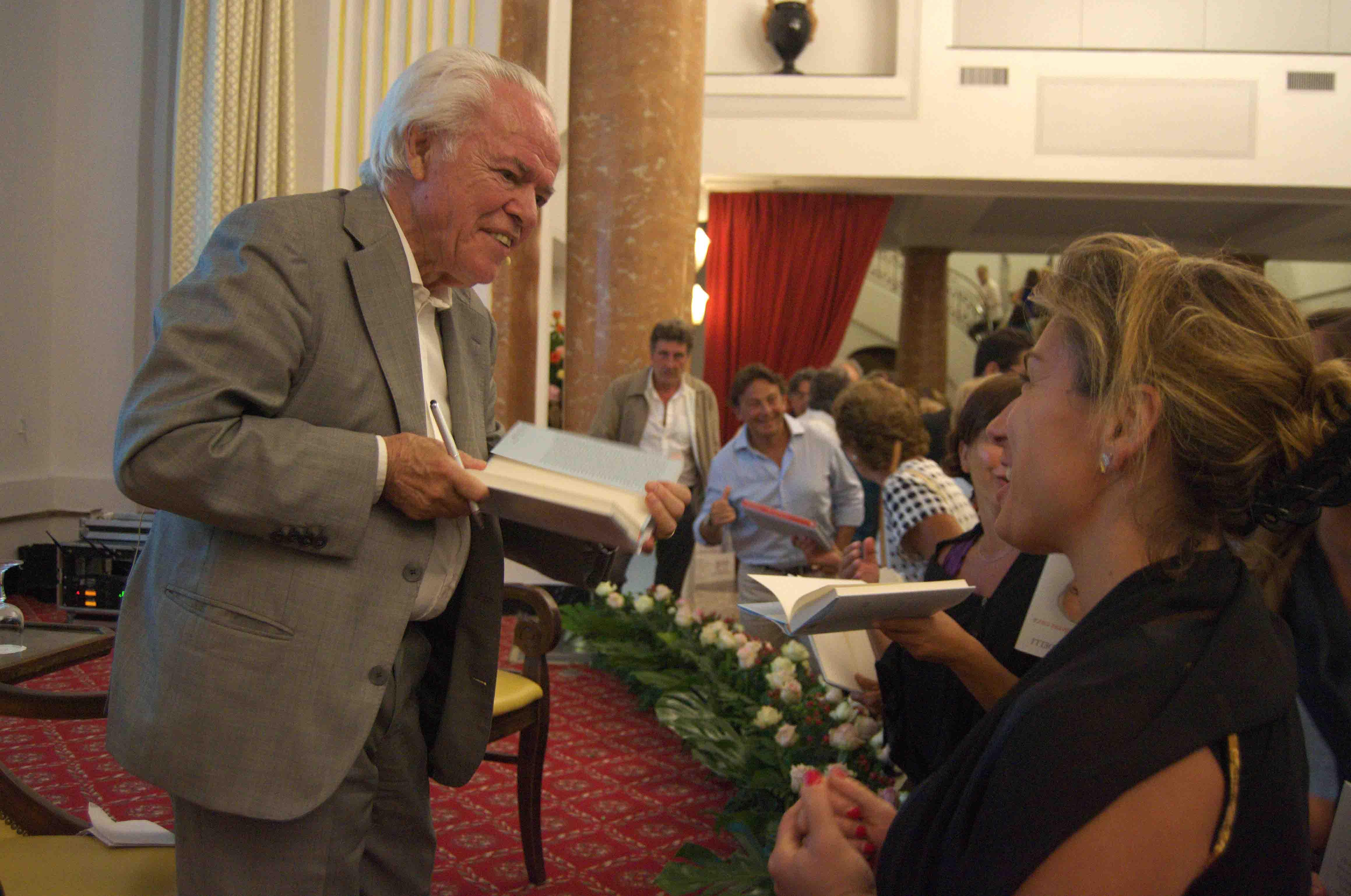 Grande successo al teatro Quisisana per l'incontro con il prof. Mandelli della A.I.L.
