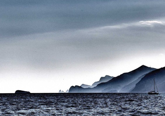"""""""Verso Capri"""" Cronaca in immagini e parole, le opere di Selene D' 'Alessio in esposizione"""
