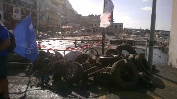 Pneumatici fuori uso rimossi dai fondali di Capri nell' iniziativa di Marevivo  Ecotyre (Foto)