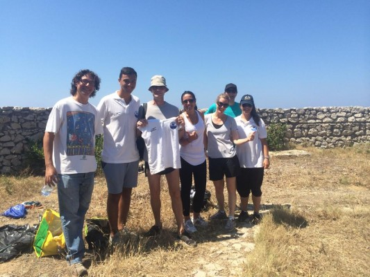 """Anacapri: i volontari del comitato """"La Fenicia"""" ripuliscono i sentieri dei Fortini (FOTO)"""