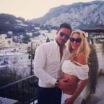 """Vip a Capri: Valeria Marini fotografata con l'amico """"speciale"""" Antonio Brosio"""