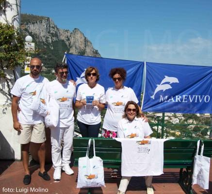 Capri: Distribuiti  dai volontari di Marevivo centinaia di posaceneri ecologici (Foto)