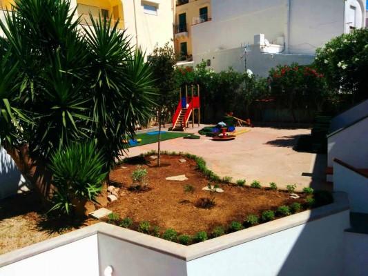Volontariato a Capri: Pulita zona interna del parchetto e attrezzata area giochi per bambini
