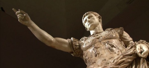 L'imperatore Augusto ricordato a 2000 anni dalla morte con un busto di marmo: cerimonia a palazzo a mare