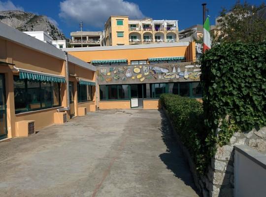 Volontariato a Capri: Ripulite le aree esterne della scuola elementare IV Novembre di Capri