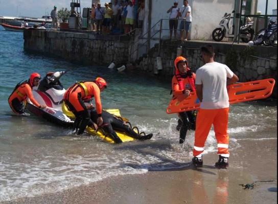 Inagurato con una simulazione nel mare di Capri  il presidio mobile acquatico ( foto esclusive)
