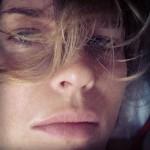 Vip a Capri: Eva Herzigova shopping vintage e selfie