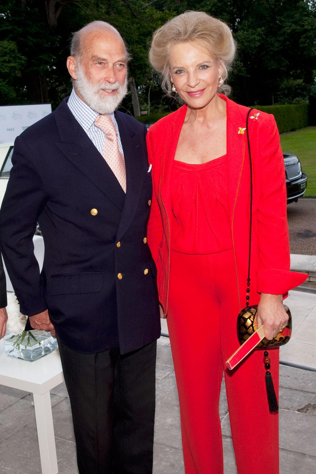 La famiglia reale britannica in vacanza a Capri e tradizionale the in piazzetta
