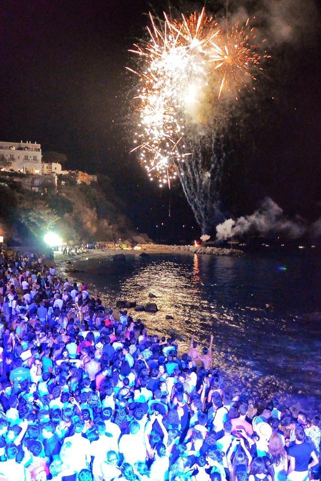 """Ferragosto a Capri: Tutta l'isola in spiaggia  con le """"Note del Mare 2014″"""