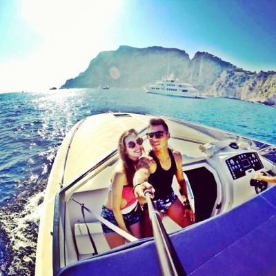 Eduardo Vargas, il calciatore cileno del Napoli in vacanza a Capri (FOTO)