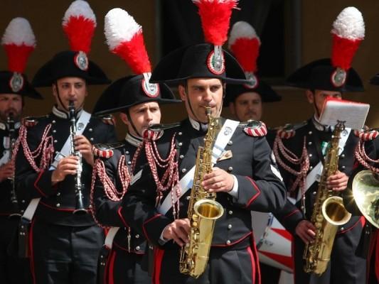 Esibizione della Fanfara dei Carabinieri nella piazzetta di Capri