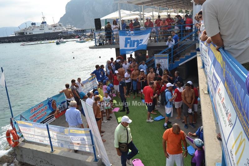 """Capri Napoli di Nuoto in anteprima le foto della partenza dal Lido """"Le Ondine"""" di Capri"""