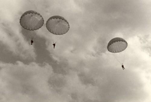 Paracadutisti a Capri era il 1954 (Video)