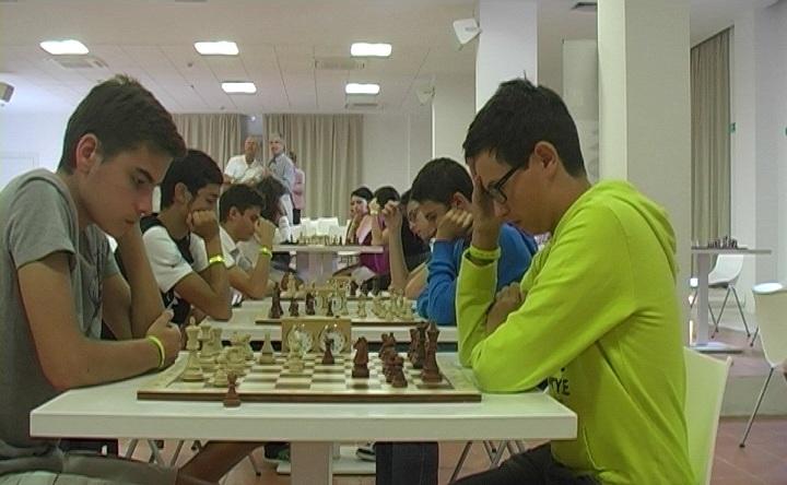 Incontro con il club scacchi Capri nella sala azzurra del centro congressi
