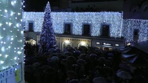 Natale a Capri: La nevicata apre il programma natalizio dell'isola dei Faraglioni (VIDEO)
