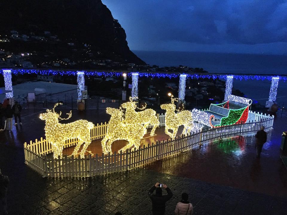 Natale a Capri: la magia delle luci d'artista anche sull'isola delle sirene (VIDEO)