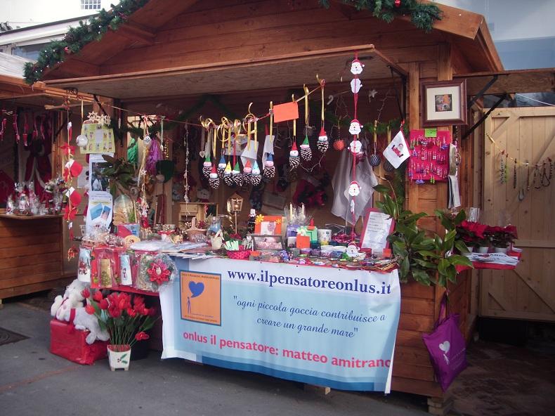 Natale a Capri. La Piazzetta della Funicolare si trasforma nel giardino di Natale con l'apertura dei tradizionali mercatini natalizi