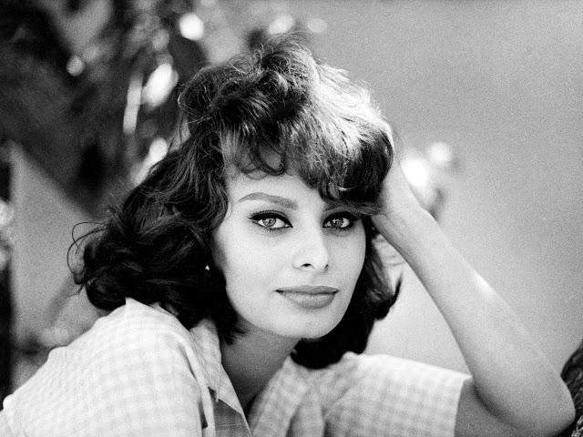 """Capri nelle canzoni: Sofia Loren canta """"Che me imparat' a ffa'"""" di Verde e Trovajoli (VIDEO)"""