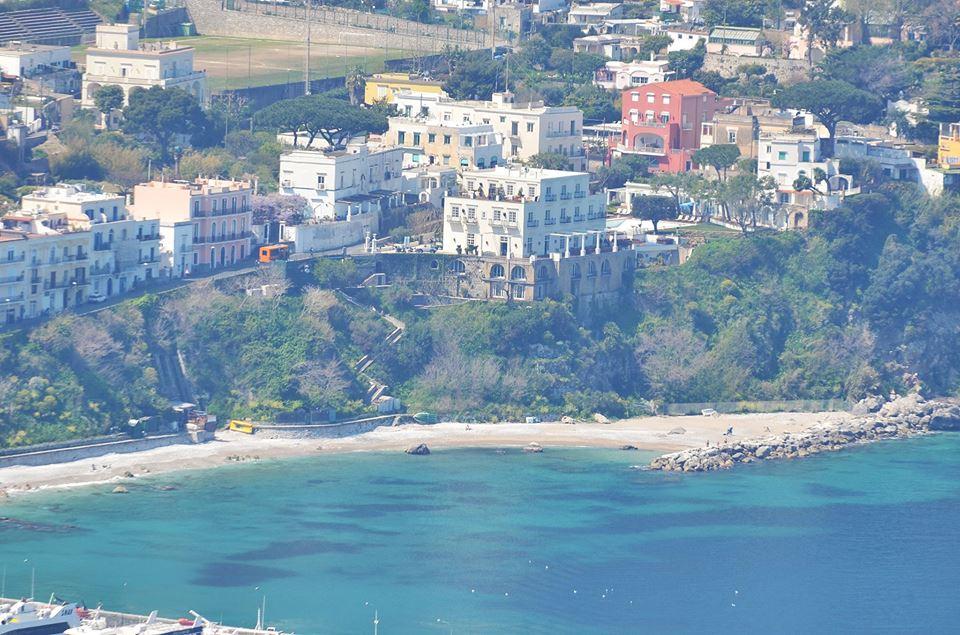 """Volontariato a Capri: Domenica 31 Maggio alla Marina Grande di Capri """"Operazione Spiaggia Pulita"""""""