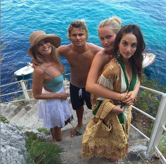 Vacanza in famiglia a Capri per l'ex supermodella e milionaria  Christie Brinkley