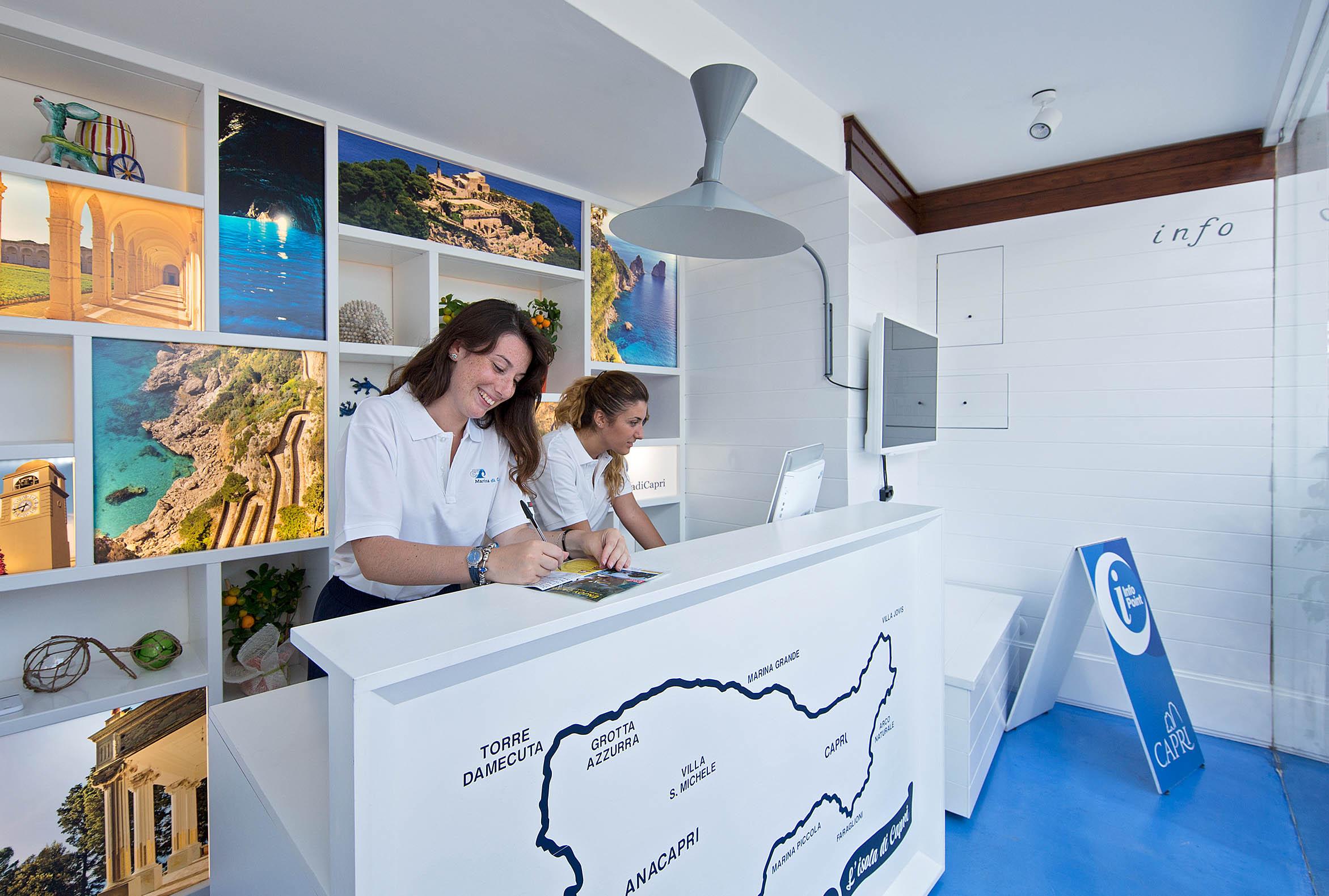 Inaugurato il nuovo Infopoint a Marina Grande: iniziativa del Comune di Capri e del Porto Turistico per potenziare i servizi turistici