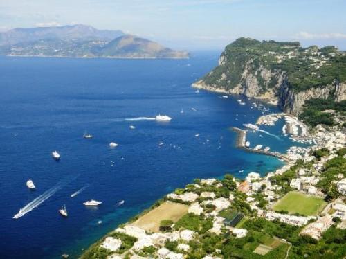 """""""Capri… una stagione in più"""" l'iniziativa dei Comuni di Capri ed Anacapri e delle Associazioni di Categoria per la destagionalizzazione del turismo nell'isola di Capri."""