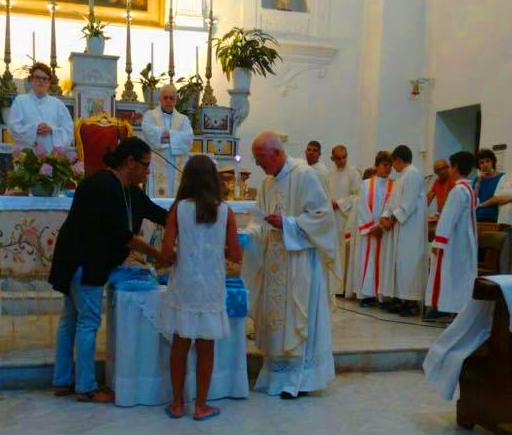 """La Vestizione delle """"Figlie di Maria e dei Ministranti"""" nella Chiesa di San Costanzo a Marina Grande"""