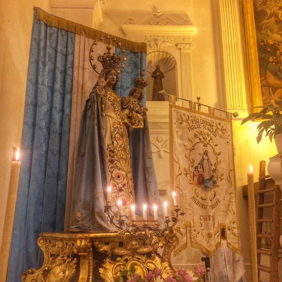 """Benedetto lo Stendardo delle """"Figlie di Maria"""" restaurato  con le donazioni dei fedeli della Parrocchia"""