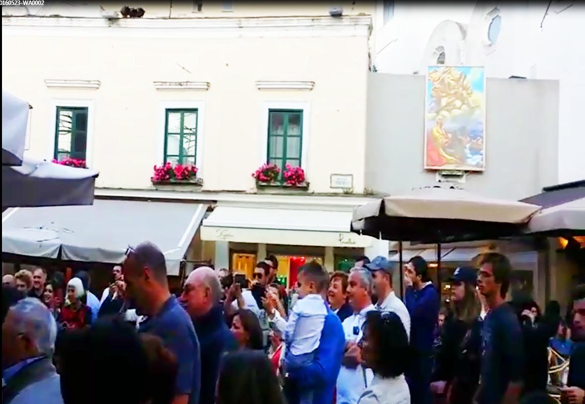 Gipsy Kings improvvisano un concerto nella Piazzetta di Capri ecco cosa succede (VIDEO)