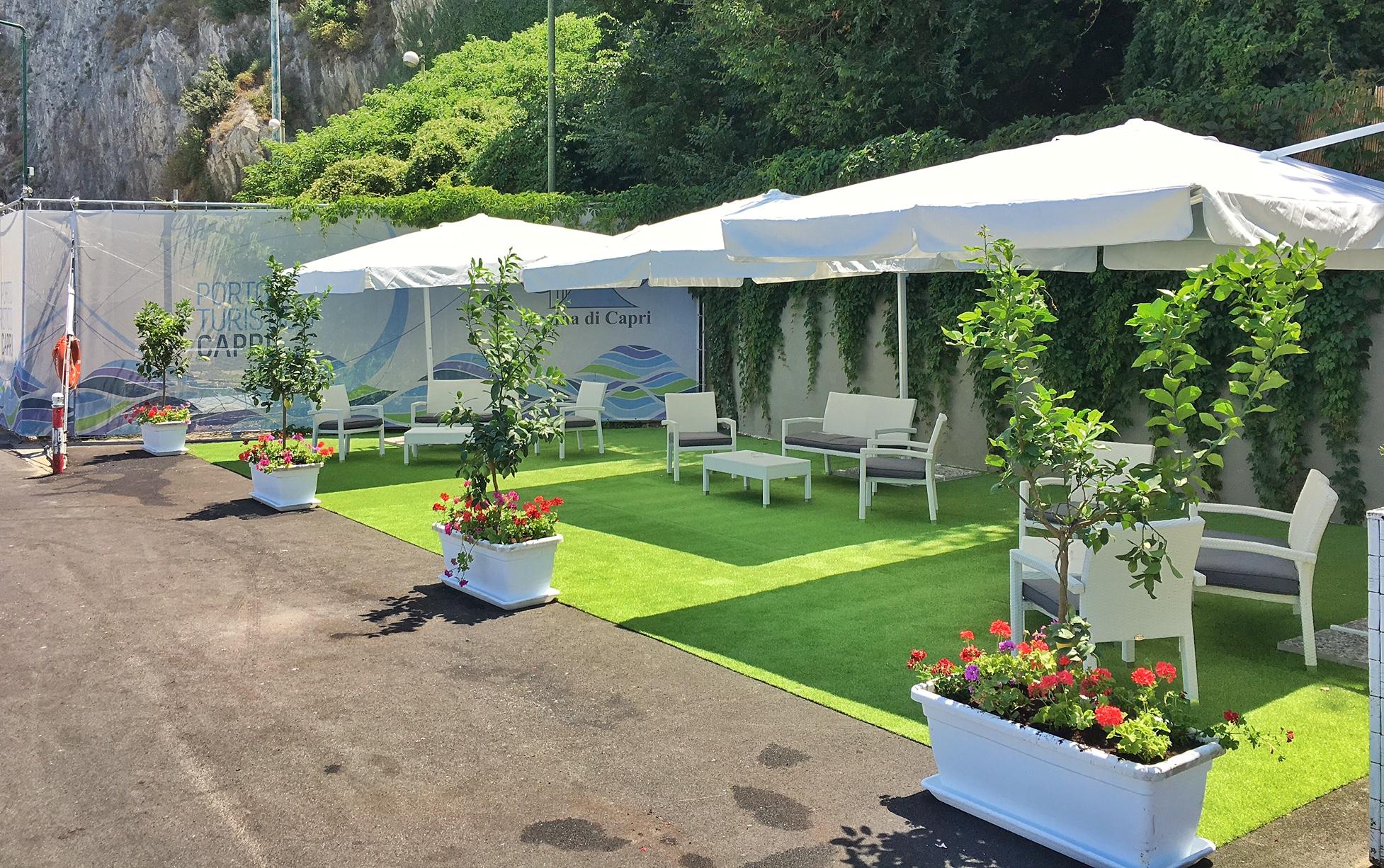 Inaugurata elegante area relax a disposizione degli ospiti della Marina di Capri (Foto)