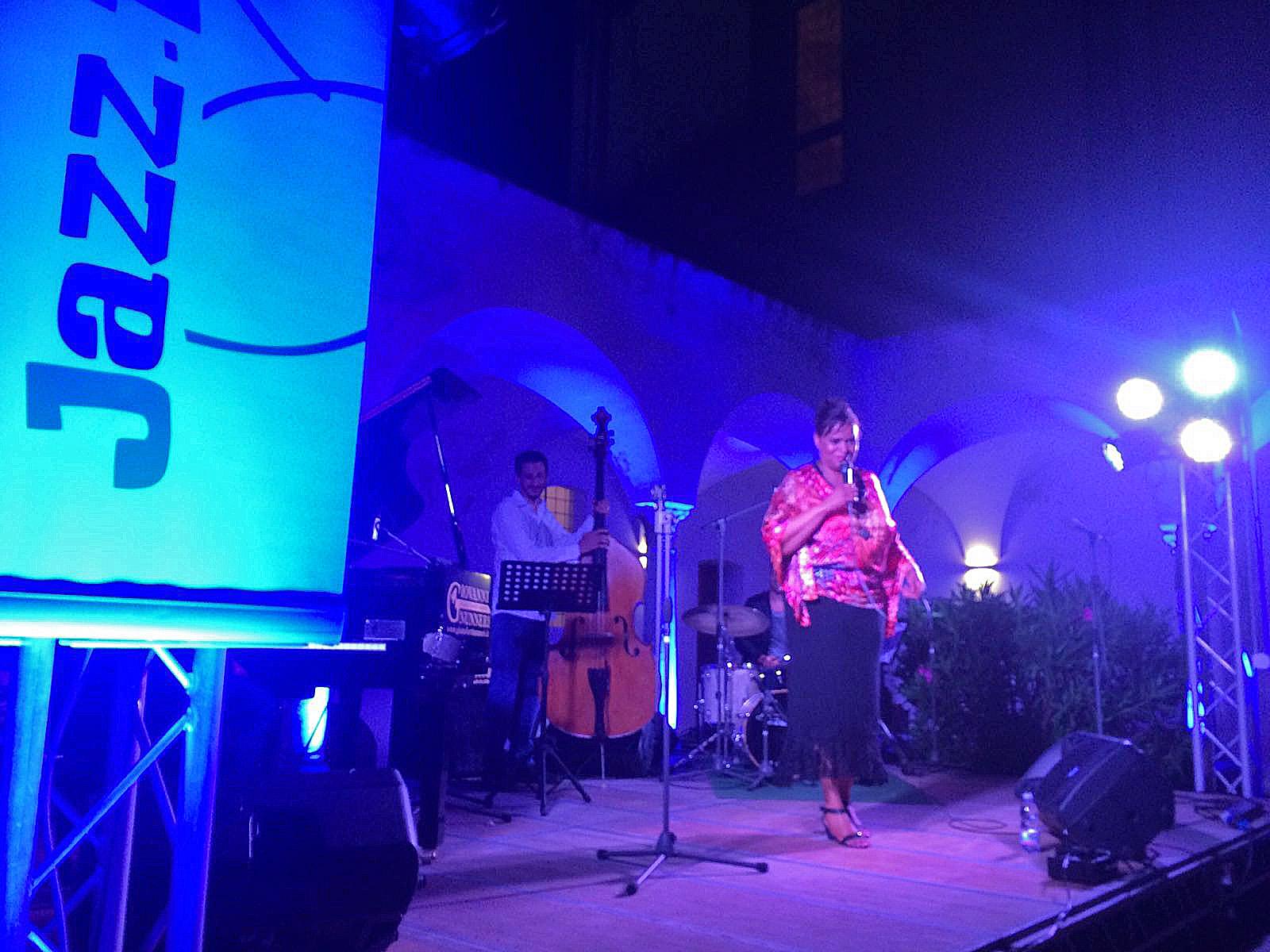 """Deborah Carter 4et """"La voce Swing che incanta la Certosa di Capri"""""""