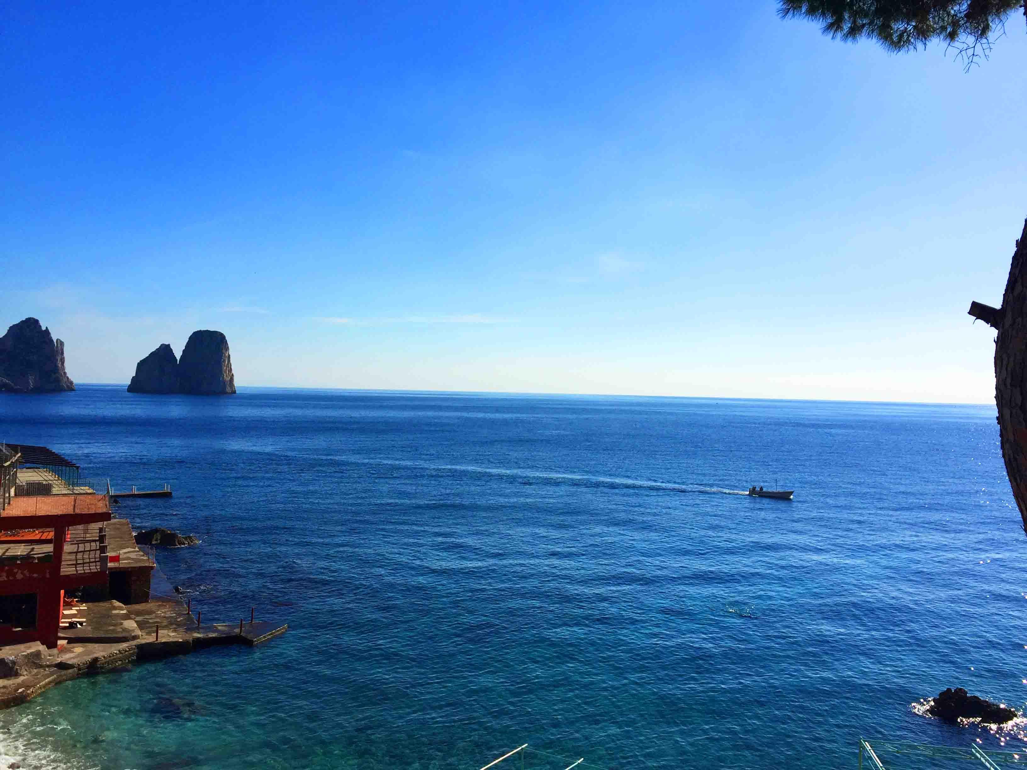 Come prenotare traghetti ed Aliscafi da Napoli per Capri al miglior prezzo?