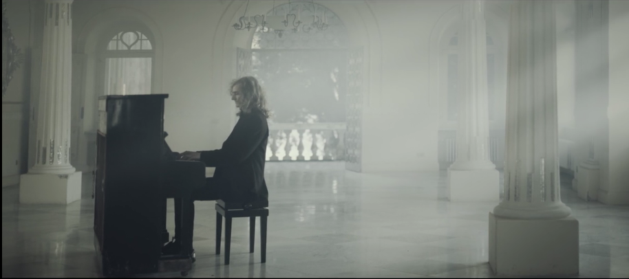 """""""Lysis"""" Da Capri gli Auguri di Natale nel Video di Umberto D'Aniello con musica di Almartino"""
